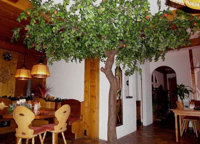 ein k nstlicher apfelbaum in der gastronomie hadjisky. Black Bedroom Furniture Sets. Home Design Ideas